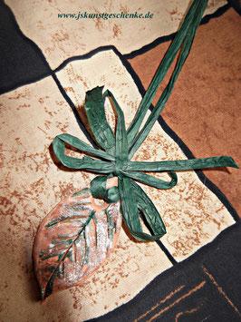 """""""Blatt"""" mit Schleife und Geschenkbandkordel"""