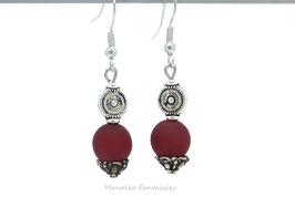"""Boucles d'oreilles argentées """"TOURBILLON"""" et sa perle polaris rouge..."""