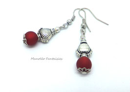 Boucles d'oreilles argentées MOANA et sa perle polaris rouge...
