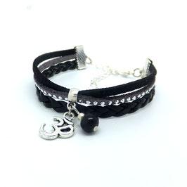 Bracelet manchette Om dans les tons de noirs, gris et argentés...