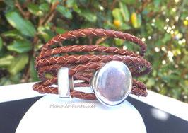 Bracelet 3 tours en cuir tressé marron et son fermoir ovale argenté...