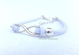"""Incontournable bracelet  """"infini"""" blanc et argenté..."""