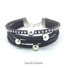 Bracelet perles éparpillés dans les tons de gris...