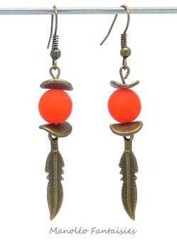Boucles d'oreilles plumes et polaris oranges...