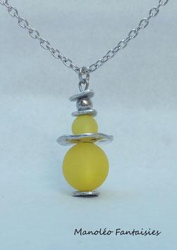 Collier plateaux argentés et perles jaunes