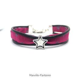 Bracelet Aloïs, ses étoiles, ses liens en cuir et sa perle dans les tons de fuchsia et argenté...