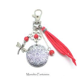 Bijou de sac ou porte-clés FLEUR dans les tons de corail et argenté...
