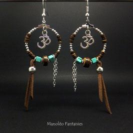 Boucles d'oreilles Créoles Om̐ dans les tons marrons, turquoise et argenté...