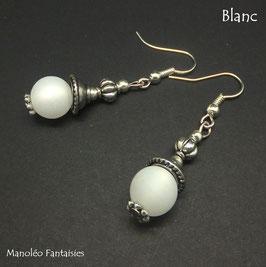 Boucles d'oreilles argentées LYSA et leurs perles polaris blanches...
