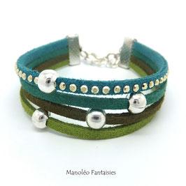 Bracelet 4 liens perles éparpillées dans les tons de verts...