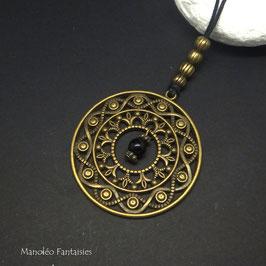 Sautoir ETHNIQUE de couleur bronze et ses perles sur son cordon noir...