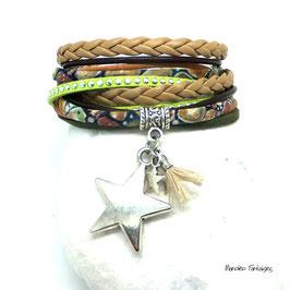 Bracelet ORION, ses étoiles, son pompon, vert kaki, beige et argenté