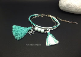 Bracelet argenté LOLITA et ses pompons dans les tons de blanc et vert d'eau...