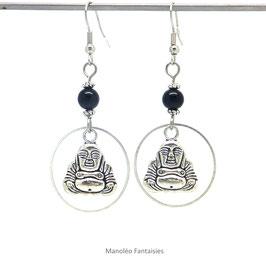 Boucles d'oreilles CHESA, boho chic, bouddha et perle noire de couleur argentée