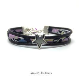 Bracelet Aloïs, ses étoiles, ses liens en cuir et sa perle violette dans les tons violets, verts et argenté..