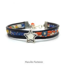 Bracelet Aloïs, ses étoiles, ses liens en cuir et sa perle orange dans les tons de multi et argenté...