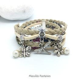 Bracelet LIBERTY double tour, ses perles et pampilles, dans les tons beige et argenté...