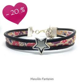 Bracelet Aloïs, ses étoiles, ses liens en cuir et sa perle rose pâle dans les tons roses et violets et argenté...