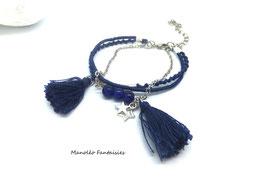 Bracelet argenté LOLITA et ses pompons dans les tons de bleu marine...