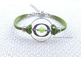 Bracelet vert pendentif anneaux et perle polaris