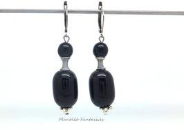 """Boucles d'oreilles """"femme"""" perles noires et argentées."""