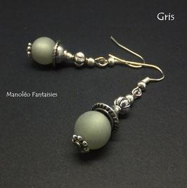 Boucles d'oreilles argentées LYSA et leurs perles polaris grises...