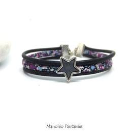 Bracelet Aloïs, ses étoiles, ses liens en cuir et sa perle dans les tons de violets, bleus et argenté...