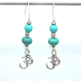 Boucles d'oreilles Om̐ dans les tons turquoise et argenté...