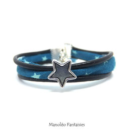 Bracelet Aloïs, ses étoiles, ses liens en cuir et sa perle dans les tons de bleus et argenté...