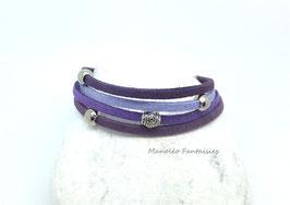 Bracelet 4 liens perles éparpillées dans les tons de violet....