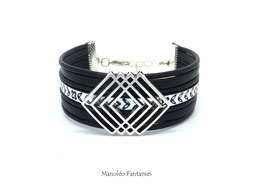 Bracelet LILIO en cuir noir, son lacet à fleur argenté et son passant géométrique...