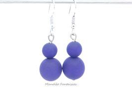 Boucles d'oreilles ELSA et perles polaris de couleur violette.