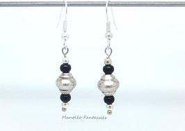 Boucles d'oreilles perles coquillage noires et argentées...