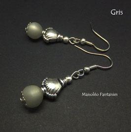 Boucles d'oreilles argentées MOANA et leur perle polaris grise...