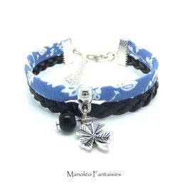 Bracelet manchette TRÈFLE dans les tons bleu ciel, noir et argenté...