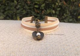 Bracelet liens suédine dans les tons de beige sequin et perles.