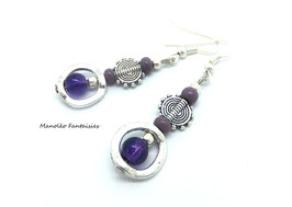 Boucles d'oreilles EMIE et ses perles dans les tons de violet...