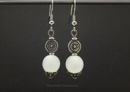 """Boucles d'oreilles argentées """"TOURBILLON"""" et sa perle polaris blanche..."""