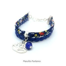 Bracelet manchette LOTUS dans les tons bleus et argentés.