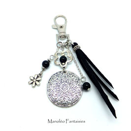Bijou de sac ou porte-clés FLEUR dans les tons noir et argenté...