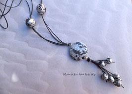 """Sautoir argenté """"GRAPHIQUE"""" et ses perles dans les tons de noir et argenté..."""