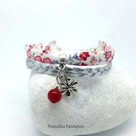 Bracelet manchette fleur dans les tons rouges, blancs  et argentés..