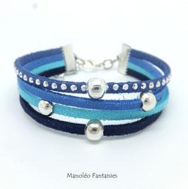 Bracelet 4 liens perles éparpillées dans les tons de bleus...