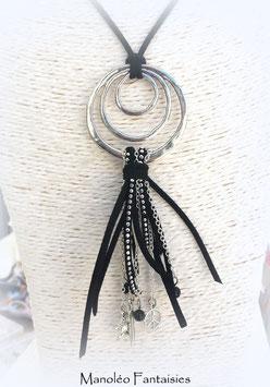 Sautoir REVES boho chic, ses perles et ses breloques dans les tons de noir