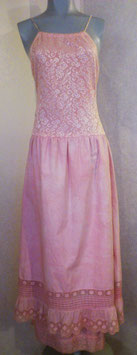 Robe rose en dentelle