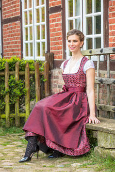 Dirndl mit Ornamentmuster in rot