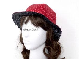 Chapeau réversible rouge et noir à pois blancs en coton enduit