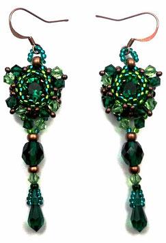 Boucles doreilles brodées baroques vert émeraude péridot