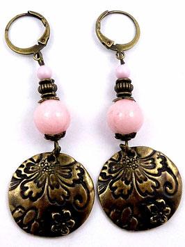 Boucles d'oreilles dormeuses jade rose poudré laiton bronze, sequins relief, vintages