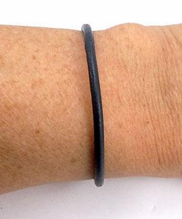 Bracelet minimaliste en cuir bleu nuit et en argent 925